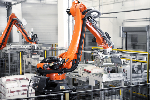 The KR QUANTEC PA series from KUKA is ideal for heavy lifting in the palletizing and packaging industry with availability in 3 payloads of 120 kg, 180 kg, and 240 kg all with a reach of 3,195 mm. (Photo: Business Wire)