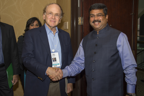 File photo: Daniel Yergin, vice chairman, IHS Markit and H.E. Shri Dharmendra Pradhan, minister of petroleum and natural gas and skill development and entrepreneurship, Government of India. Photo credit: IHS Markit
