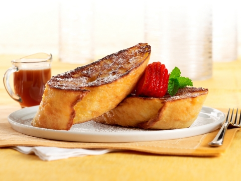 The Cheesecake Factory's weekend brunch menu includes Bruléed French Toast made with extra thick slices of rustic French bread. (Photo: Business Wire)