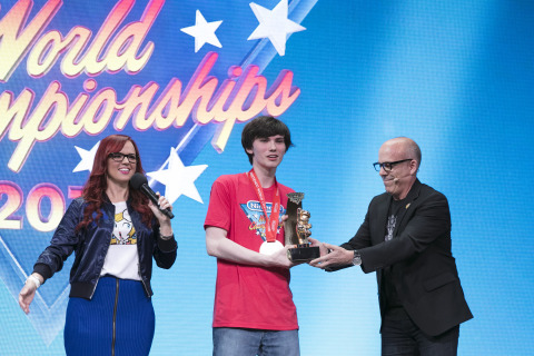 Nintendo of America Senior Vice President of Sales & Marketing Doug Bowser awards winner Thomas Gonda with the trophy of the Nintendo World Championships 2017 at the Manhattan Center in New York, NY. (Photo: Business Wire)