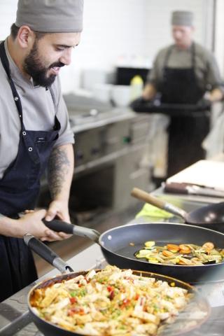 Höchste deutsche Auszeichnung für Gemeinschaftsverpflegung geht an Brainlab Mitarbeiter Restaurant unter Leitung von Stefan Köglmeier. (Photo: Business Wire)