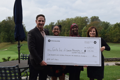 Brett Wright, Co-Head of Client Group, Macquarie Investment Management, Americas, presents check to Nunah and Safiyyah, two young women from Girls Inc., and Dena Herrin, Executive Director of Girls Inc. of Greater Philadelphia and Southern New Jersey (Photo: Business Wire)
