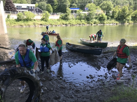 Over 450 Keurig Green Mountain volunteers helped to remove trash and debris from rivers across the United States during the company's 13th annual river cleanup events. (Photo: Business Wire)