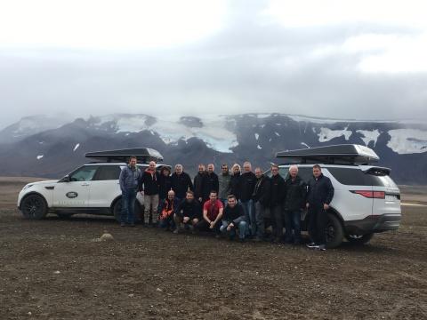 De 15 man sterke groep ging in het ruige landschap de ultieme offroad-uitdaging aan (Photo: Business ...