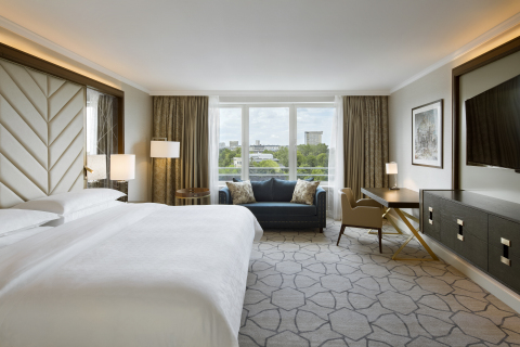 Newly designed Club Deluxe Room - Sheraton Warsaw Hotel (Photo: Business Wire)