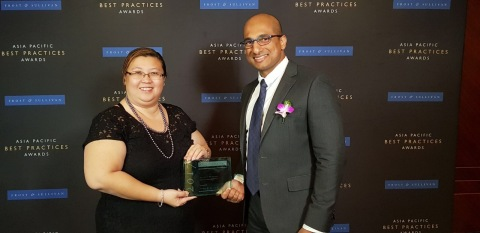 Covance employees accept Frost & Sullivan Asia Pacific CRO Customer Value Leadership Award (Photo: B ...
