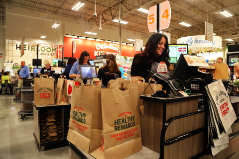 Oldsmar residents are invited to Live Longer With Earth Fare® (Photo: Business Wire)