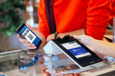 Alipay QR payment experience on the Poynt Smart Terminal (Photo: Business Wire)
