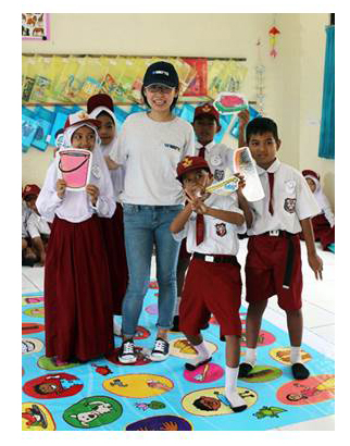 Indonesian school children receive hygiene education from Watts volunteers (Photo: Business Wire)