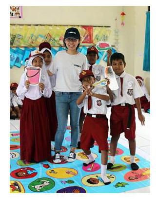 Indonesian school children receive hygiene education from Watts volunteers (Photo: Business Wire)