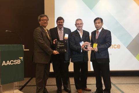 L to R: Inmoo Lee (KAIST), Robert Zarazowski (WRDS), Gregg Gordon (SSRN), Jae Kyu Lee (KAIST) (Photo: Business Wire)
