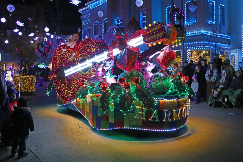 Families can experience the joy of Christmas, including the Parade of Many Colors, during Dollywood's Smoky Mountain Christmas presented by Humana. (Photo: Business Wire)