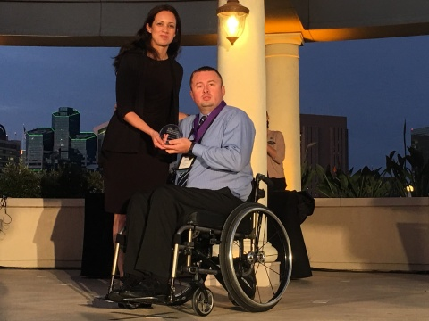 WorkCompCentral's Kristen Chavez presents Jeremy Romero with 2017 Comp Laude Award. (Photo: Business Wire)