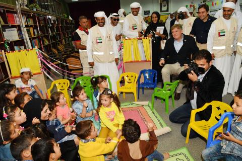 Antonio López-Istúriz with the Children (Photo: AETOSWire)