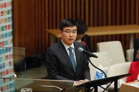 Cheng Wei, founder and CEO of Didi Chuxing, delivered a speech at the United Nations (Photo: Business Wire)
