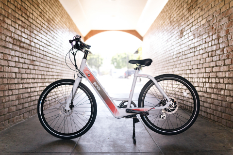 The GenZe 200-Series e-Bikes connect to a smartphone app, allowing riders to plan routes, measure physical effort, map distances covered and connect with other riders. A removable battery makes recharging quick and convenient. (Photo: Business Wire)