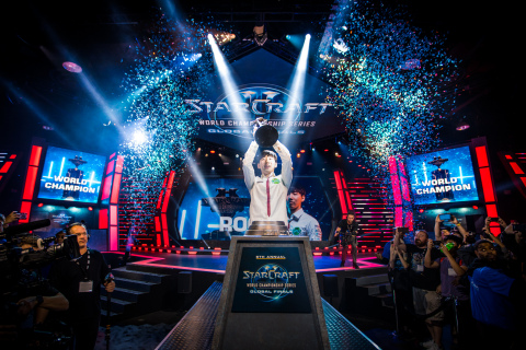 Lee 'Rogue' Byung Ryul celebrates after besting Eo 'soO' Yoon Su in the StarCraft II WCS Global Finals at BlizzCon 2017. (Photo: Business Wire)