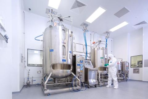 2,000-litre mammalian cell culture tank (Photo: Business Wire)