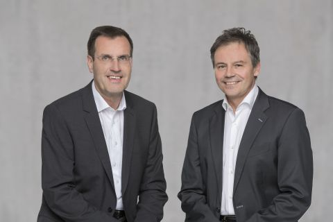 Hans-Joachim Schwabe, CEO of Osram's Specialty Lighting business unit (left) and Andreas Wolf, head of Continental's Body and Security business unit (right) today announced their intention to establish a joint venture for intelligent lighting solutions in the automotive sector. (Photo: Business Wire)