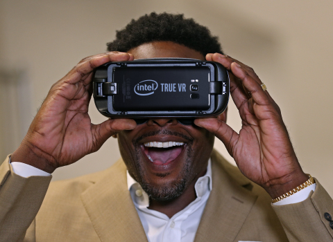 Former NBA player Chris Webber tries out the Intel True VR experience. Intel will become the Exclusive Provider of Virtual Reality for NBA on TNT beginning with NBA All-Star 2018 in Los Angeles. Live VR content for a regular schedule of marquee matchups will be available with the forthcoming NBA on TNT VR app on Samsung Gear VR and Google Daydream. (Credit: Intel Corporation)