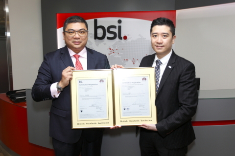 ISO 27001 and ISO 27017 Certificate Award Ceremony, left to right : Mr Alex Hung, Executive Director of Long Data Technology Limited, Mr Enoch Lee, General Manager of the Hong Kong division for BSI (Photo: Business Wire)