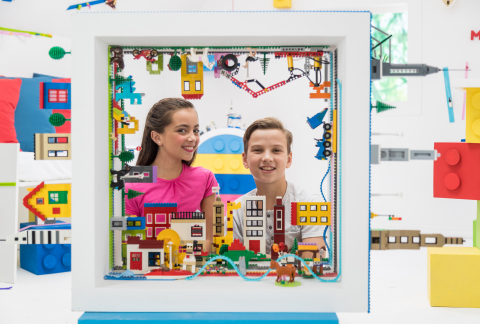 ZURU's ORIGINAL MAYKA TOY BLOCK TAPE BUILDS ON SUCCESS WITH '2018 TOY OF THE YEAR' NOMINATION IN THE CONSTRUCTION TOY CATEGORY (Photo: Business Wire)