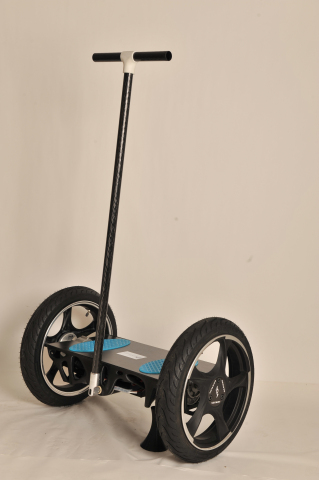 The first fully-functional 3D printed prototype of the self-balancing scooter featuring Stratasys 3D printed frame and platform, produced in tough Nylon6 material (Photo: Business Wire)
