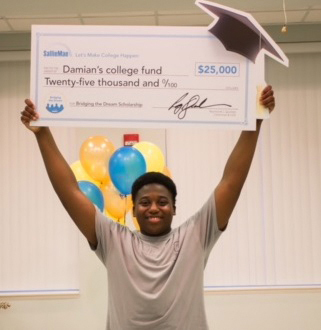 Damian Lee, a senior at Lake City High School in Lake City, South Carolina, celebrates winning a $25,000 Bridging the Dream Scholarship from Sallie Mae. (Photo: Business Wire)