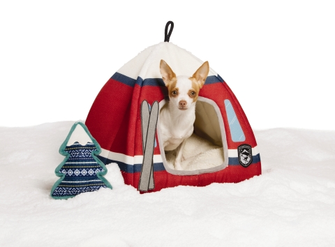 PetSmart, the leading pet specialty retailer in North America, and Ellen DeGeneres, passionate pet enthusiast and product design guru, announced today the launch of the ED Ellen DeGeneres Winter Collection, a seasonally refreshed collection that is part of the comprehensive ED Ellen DeGeneres pet assortment exclusively available at PetSmart. The Winter Collection features fun ski themed items including chic scarves, sweaters and outerwear, as well as festive toys to keep pets warm and active through the coming winter months. Also included are home décor items like beds and treat jars. (Photo: Business Wire)