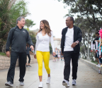 SKECHERS President Michael Greenberg, Brooke Burke-Charvet, and Sugar Ray Leonard walk to support children at SKECHERS Pier to Pier Friendship Walk in Manhattan Beach, California. (Photo: Business Wire)