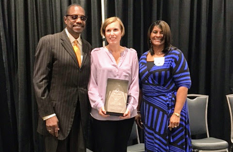 Beth Roberts (center), HR director of GEICO's Virginia Beach regional office, accepts the company's HEIDI Award from Hampton Roads Diversity and Inclusion Consortium's Billy McIntyre and Frances Thompson. (Photo: Business Wire)