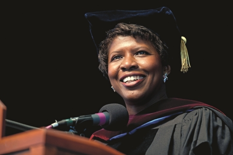 Gwen Ifill delivers the 2009 Commencement address at Simmons College (Photo: Business Wire)