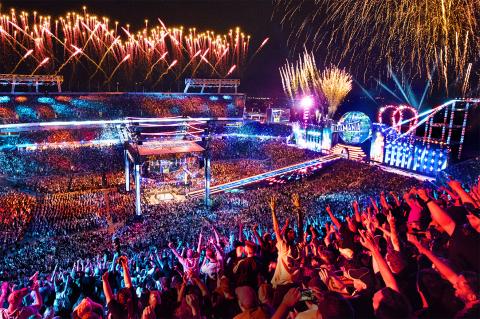 WrestleMania 33 at the Orlando Citrus Bowl (Photo: Business Wire)