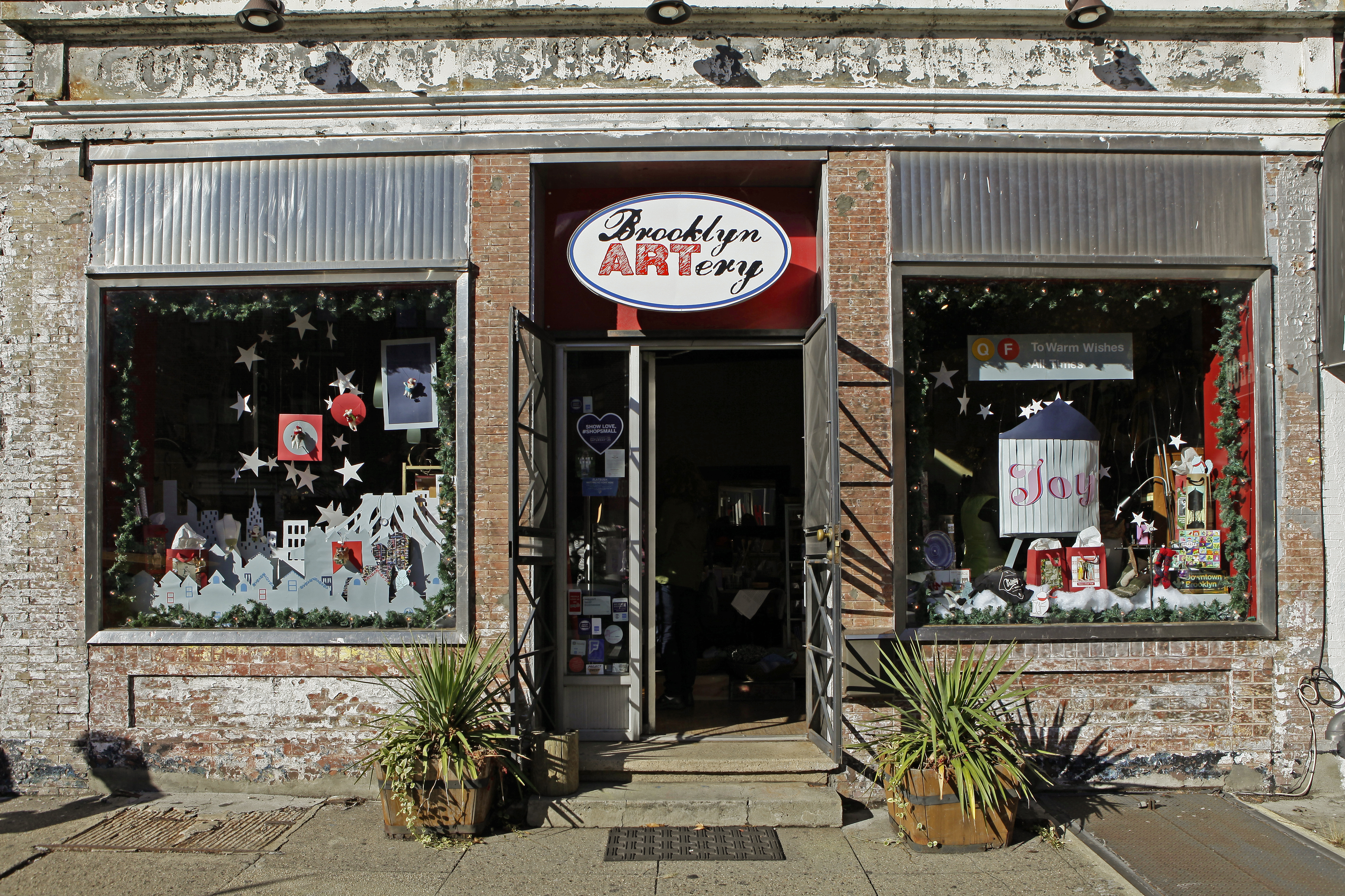 Vistaprint Helps Brooklyn Small Business Create Holiday Window Fit