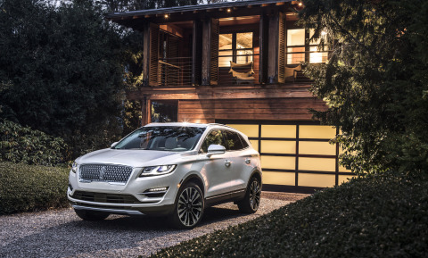New Lincoln MKC debuts with increased connectivity and enhanced ownership services – updates that luxury travelers want and need (Photo: Business Wire)