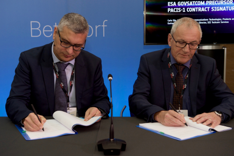 Carlo Elia, Head of the Telecommunications Technologies, Products and Systems Department, ESA, and Gerhard Bethscheider, Managing Director of SES TechCom Services, SES Networks (Photo: Business Wire)
