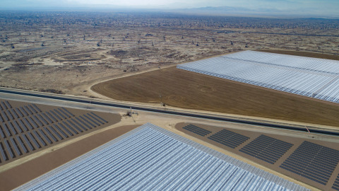 Artist rendering of Aera and GlassPoint's Belridge Solar project, the first of its kind in the world to use solar steam and solar electricity to power oilfield operations. (Photo: Business Wire)