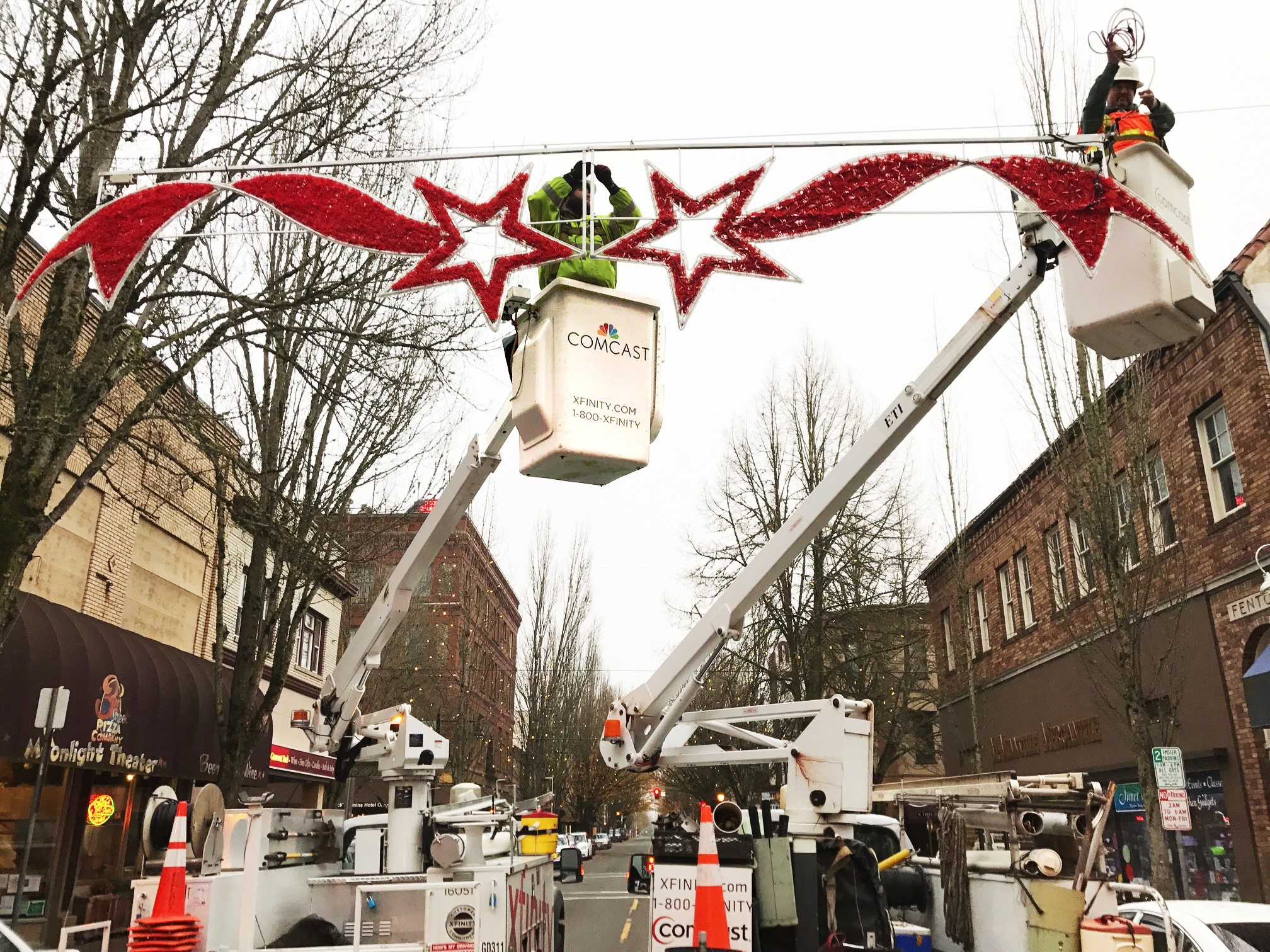 Comcast Helps Communities Decorate for Christmas | Business Wire