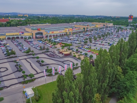 One of the M1 portfolio shopping centers acquired by EPP (Photo: Business Wire)