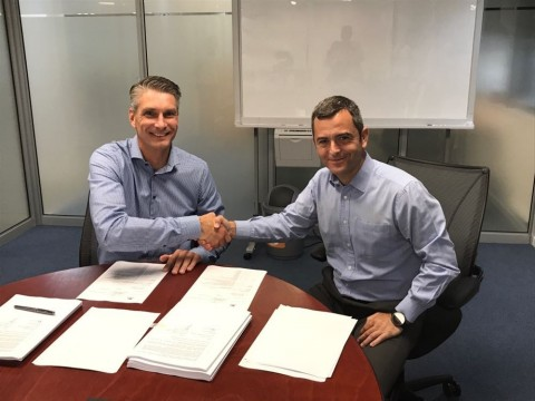 (l to r) Paul Cox, managing director Vopak Terminal Durban (Pty) Ltd and Fluor's general manager Sub-Saharan Africa, Alejandro Escalona. (Photo: Business Wire)