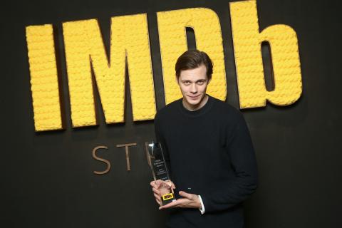 """Bill Skarsgård receives the IMDb """"Fan Favorite"""" STARmeter Award in The IMDb Studio at the 2018 Sundance Film Festival. (Photo: Business Wire)"""