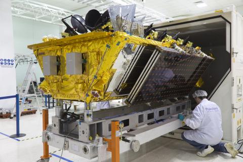 SES baut O3b Flotte mit der Ankunft von vier MEO Satelliten in Kourou für Weltraumstart im März aus (Photo: Business Wire)