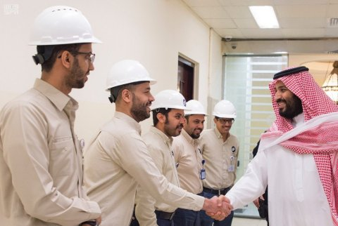 Crown Prince Mohammed bin Salman pays a visit to a desalination plant in Jeddah (Photo courtesy of Saudi Press Agency)
