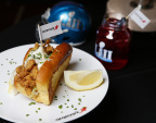 Aramark's New England Clam Roll pays homage to the New England Patriots and features signature ingredients that provide a little hometown flavor for fans traveling to the big game from Boston (Photo: Business Wire)