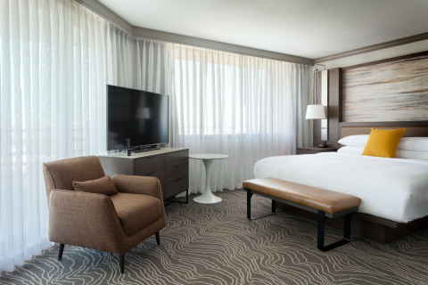 Tampa Marriott Westshore, Corner King Room (Photo: Business Wire)