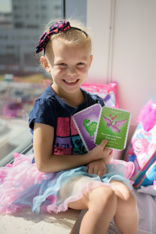Children's Hospital Los Angeles patient Alivia, 5, displays her two favorite Valentine's Day cards. (Photo: Business Wire)
