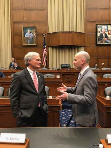 Zebra Technologies CTO Tom Bianculli speaks with U.S. Rep. Bob Latta (R-OH) after the hearing. (Photo: Business Wire)