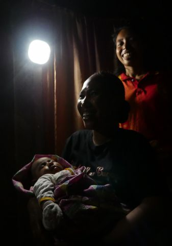 Solar lanterns donated to the Indonesia Midwives Association allow babies to be born safely in well-lit rooms at night, instead of in the dark as before. (Photo: Business Wire)