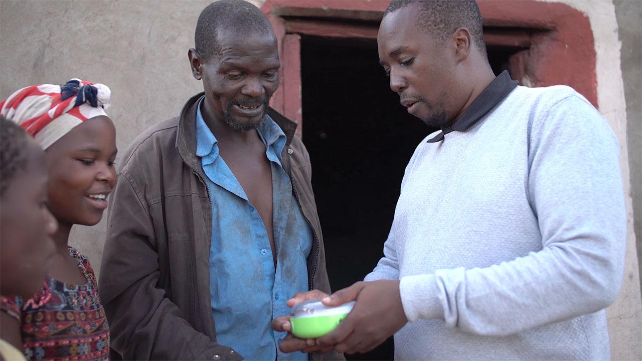 松下向南非、斯威士兰和莱索托捐赠太阳能灯