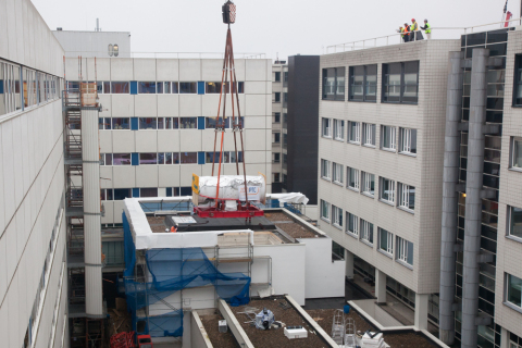The compact proton accelerator module is lowered into the ZON-PTC proton therapy building that was constructed between two existing hospital buildings. The center is scheduled to begin treating patients at the end of 2018. (Photo: Business Wire)